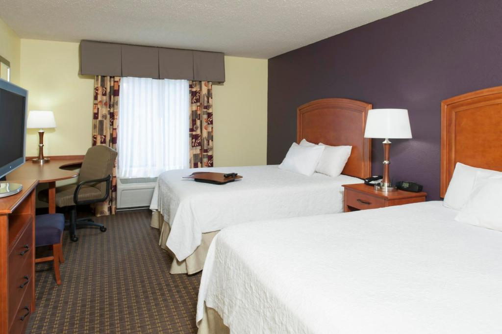 Hampton Inn & Suites Grand Rapids Airport / 28th St