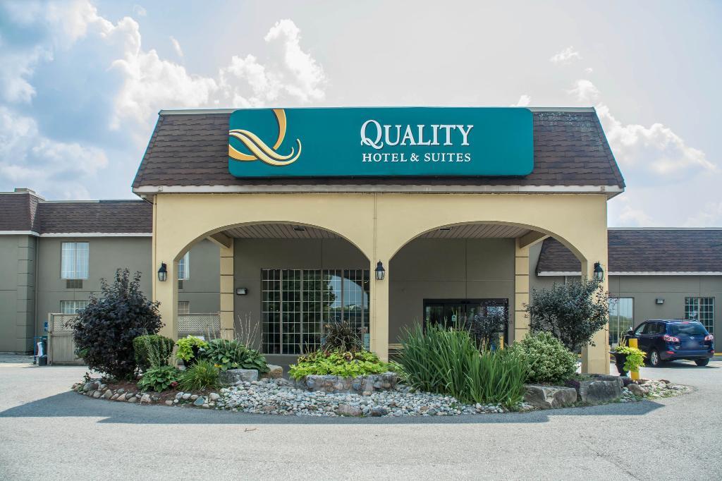 Quality Hotel & Suites Woodstock