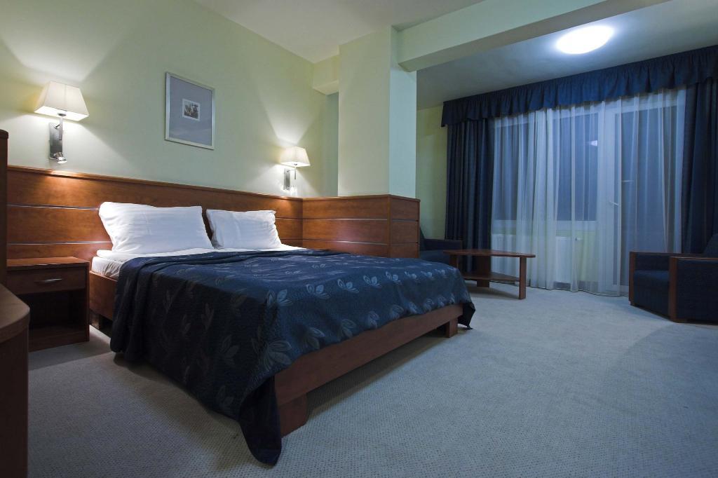 โรงแรมเบนซูร์