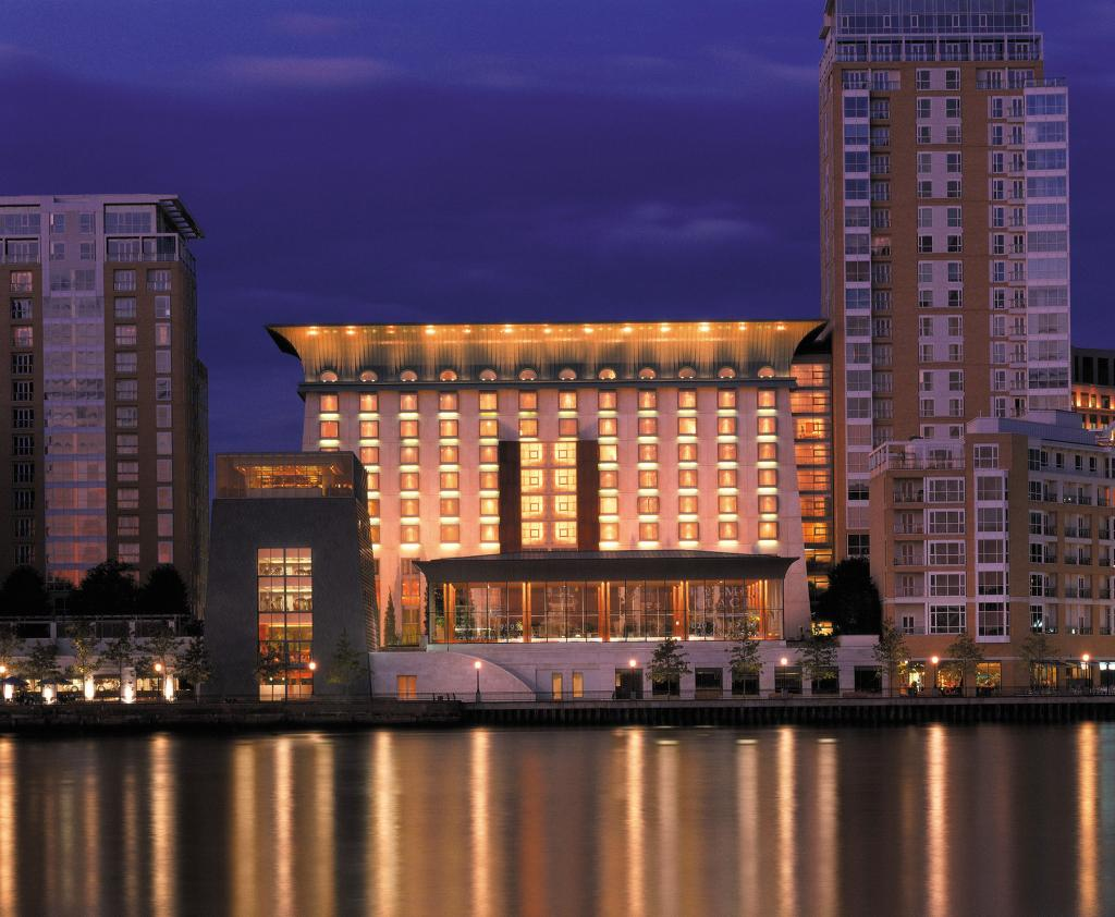 Canary Riverside Plaza Hotel