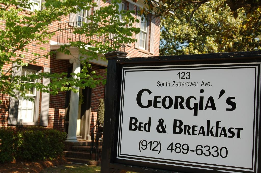 ‪Georgia's Bed & Breakfast‬