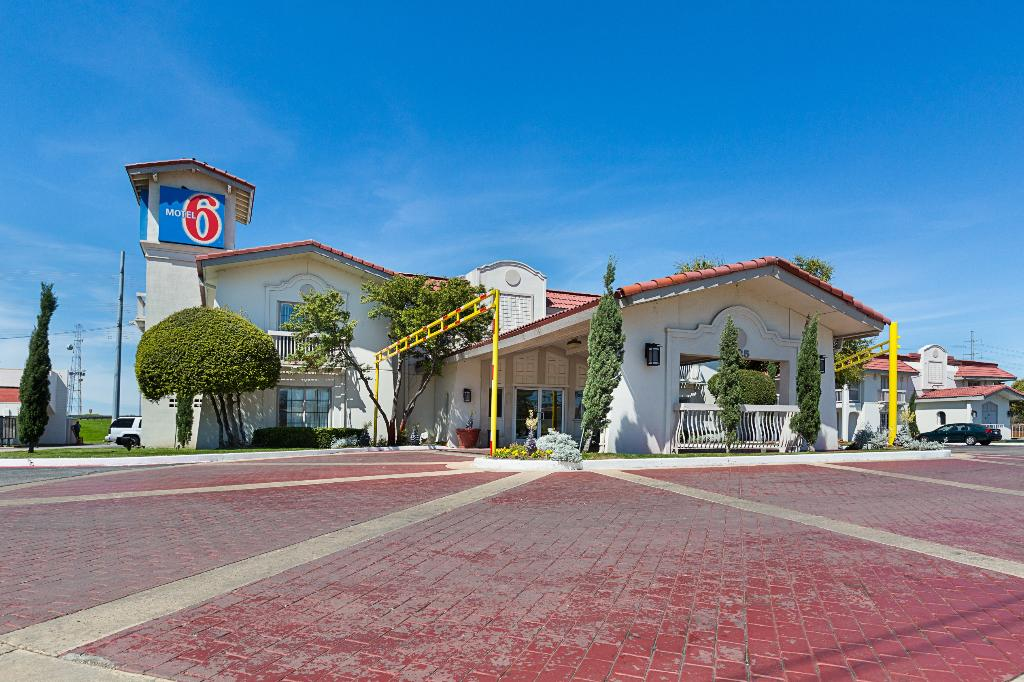 Motel 6 Dallas - Market Center