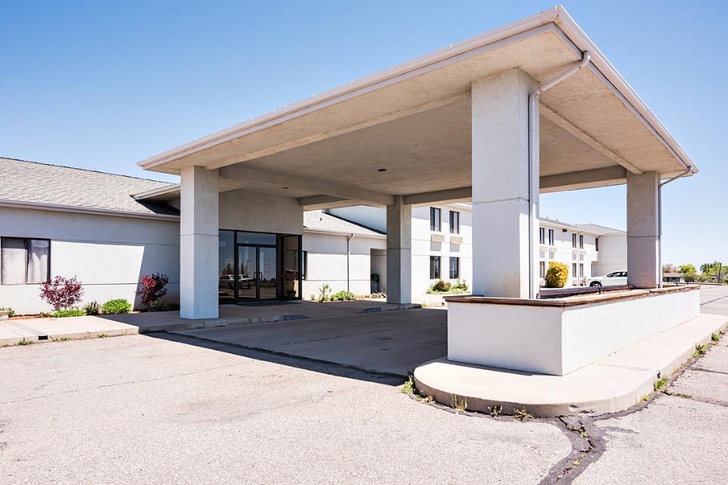 Rodeway Inn &Suites
