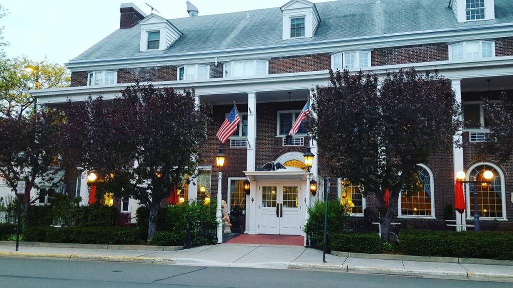 Lowell Inn