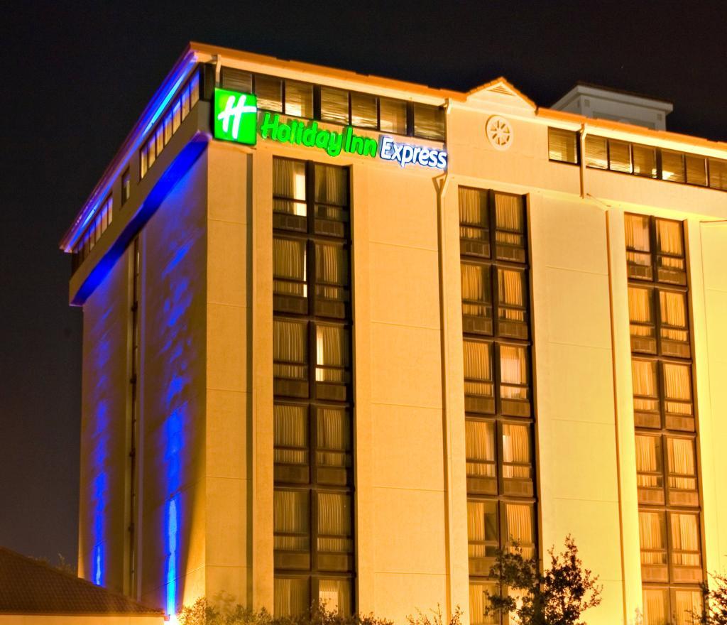 聖安東尼奧 - 機場智選假日飯店
