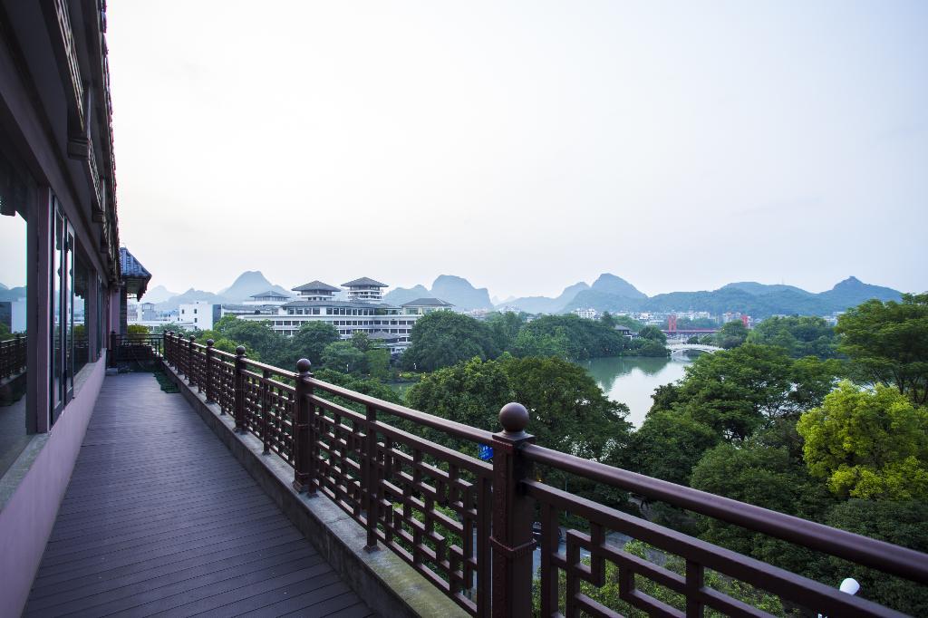 ジングアンミン ロー ホリデイ ホテル (桂林静观茗楼博物馆酒店)