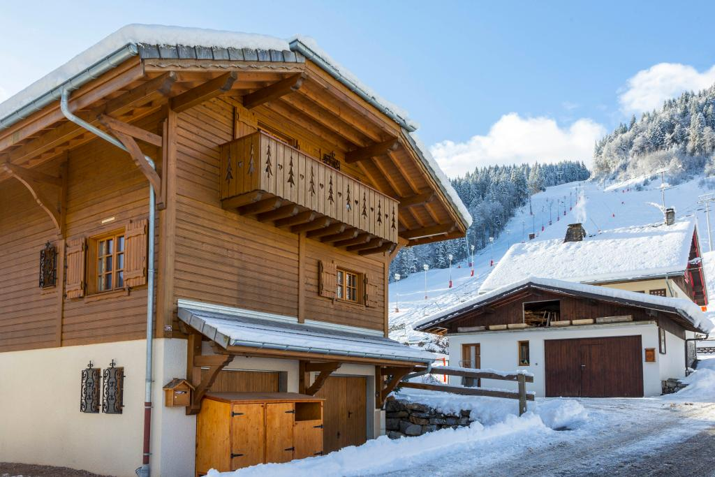 Simply Morzine - Chalet Carving