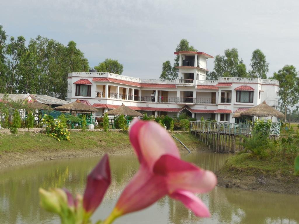 Suranjana Holiday Resorts
