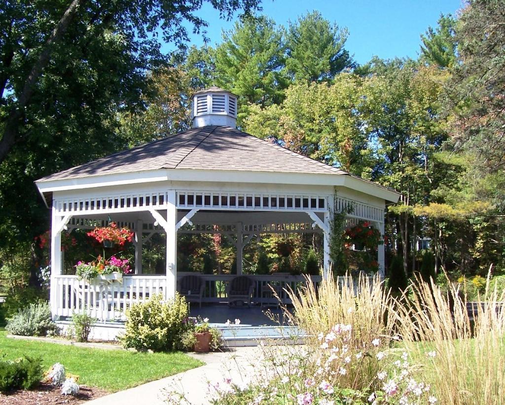Twin Lakes Lodge
