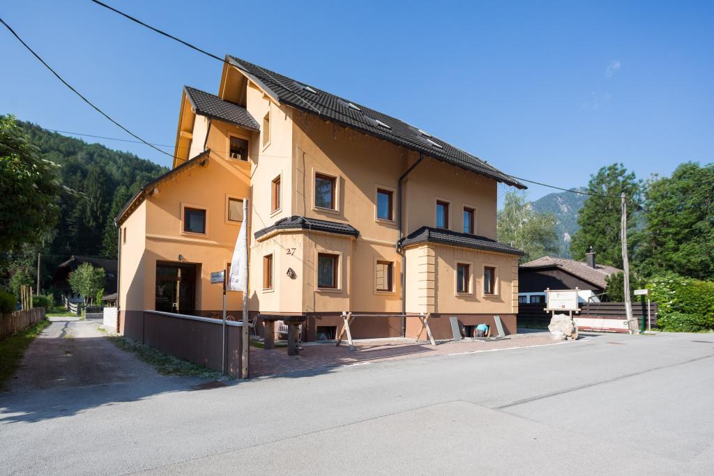 ヴィラ タットジャナ ホテル