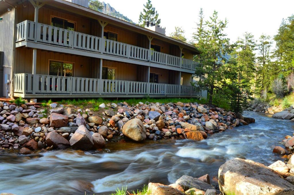 瀑布河旅館