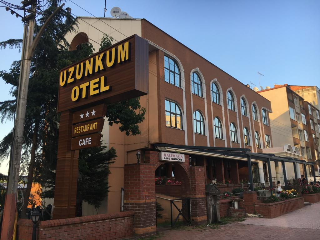 Uzunkum Hotel