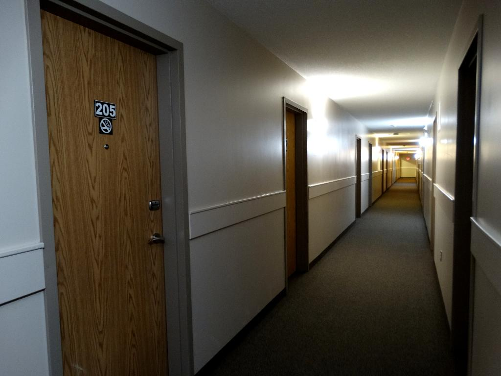 R & R Inn & Suites