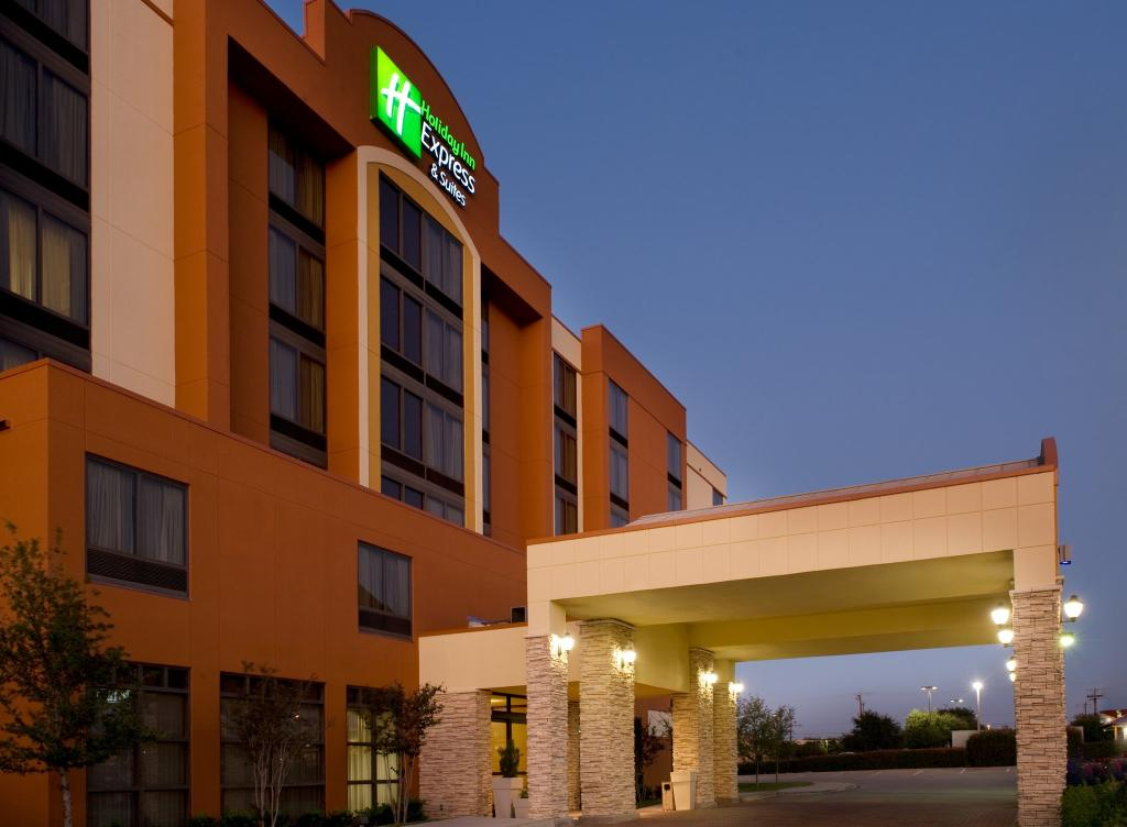 ‪Holiday Inn Express & Suites DFW Airport South Hotel‬