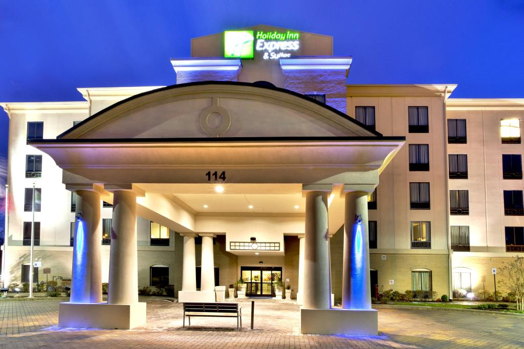 Holiday Inn Express & Suites Oak Ridge