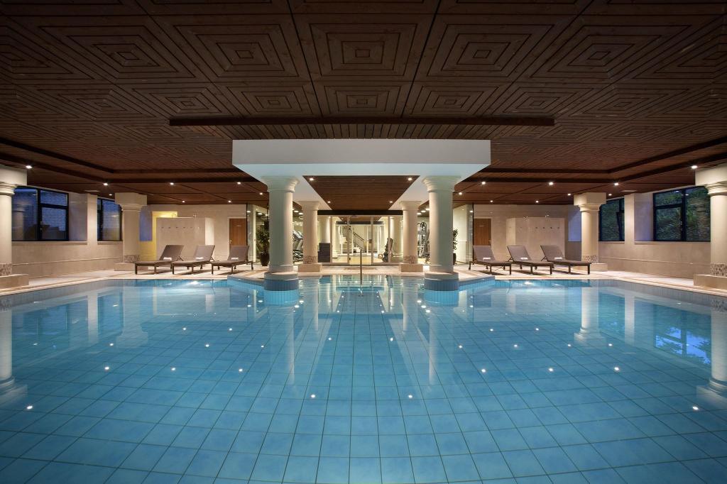 โรงแรมฮิลตัน รอยัลปาร์คซูสเดอนเนนโฮเต็ล