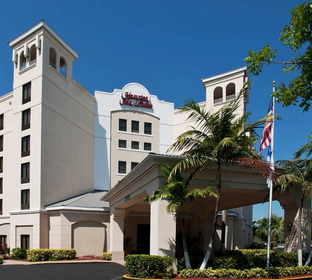 ‪Hampton Inn & Suites Miami-Doral/Dolphin Mall‬