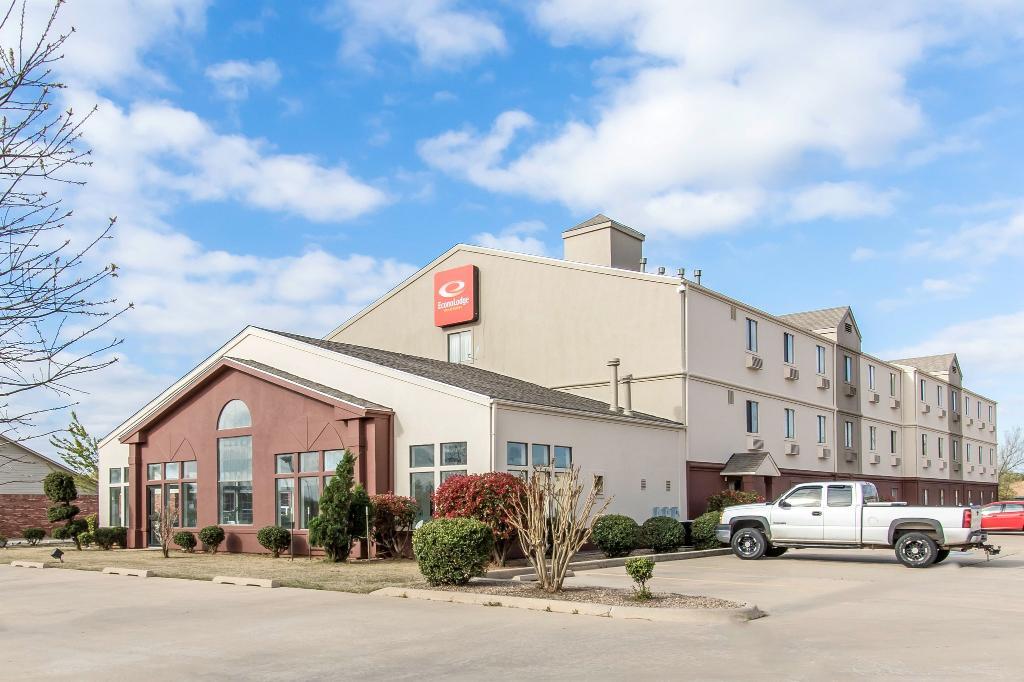 Baymont Inn & Suites Moore