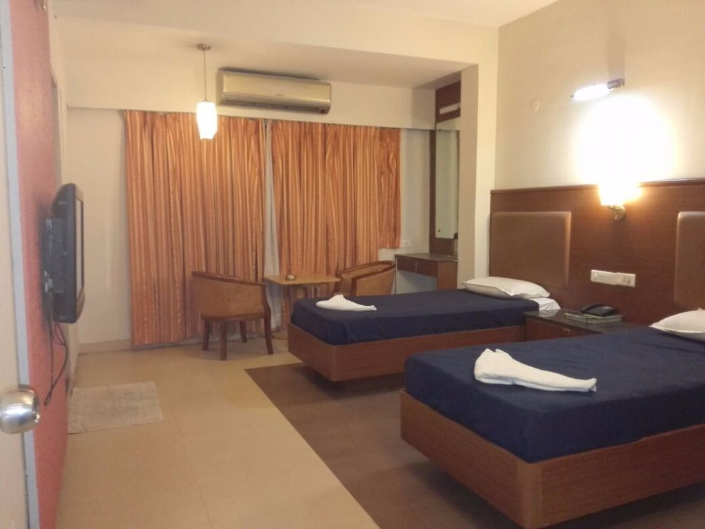 Aarthy Hotel