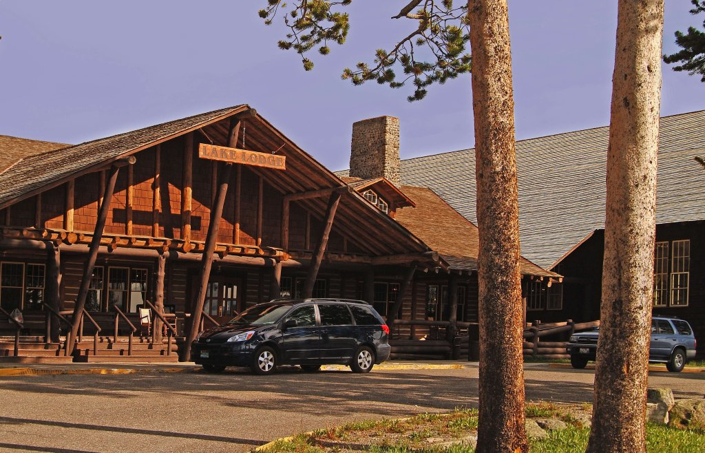 ‪Lake Lodge Cabins‬