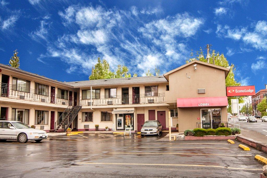 伊克諾洛奇會議中心飯店