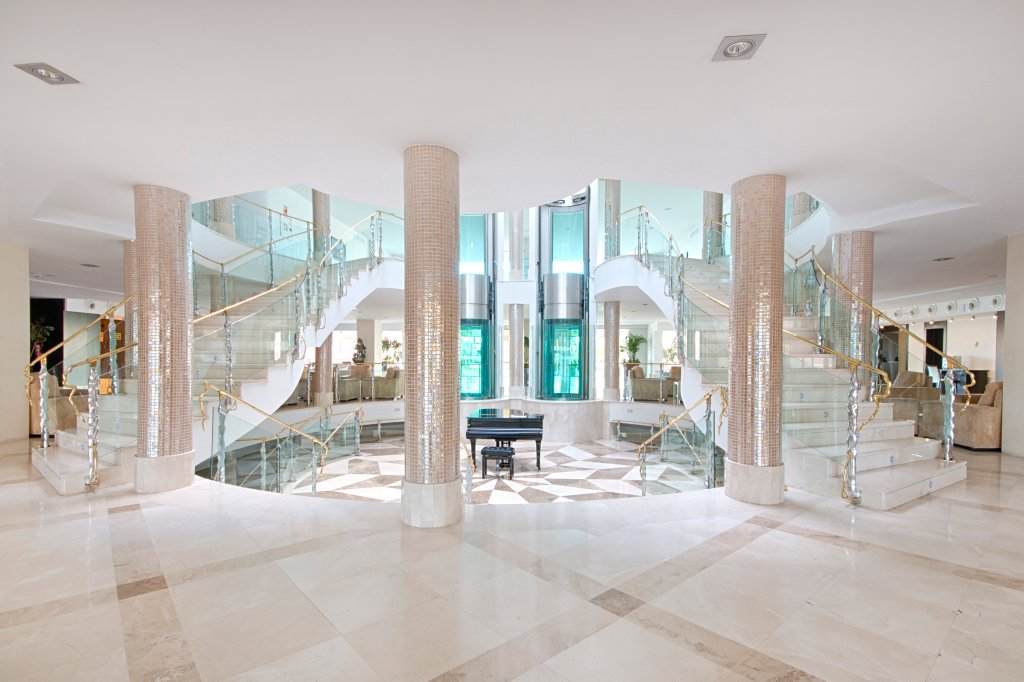 格拉納達宮殿酒店