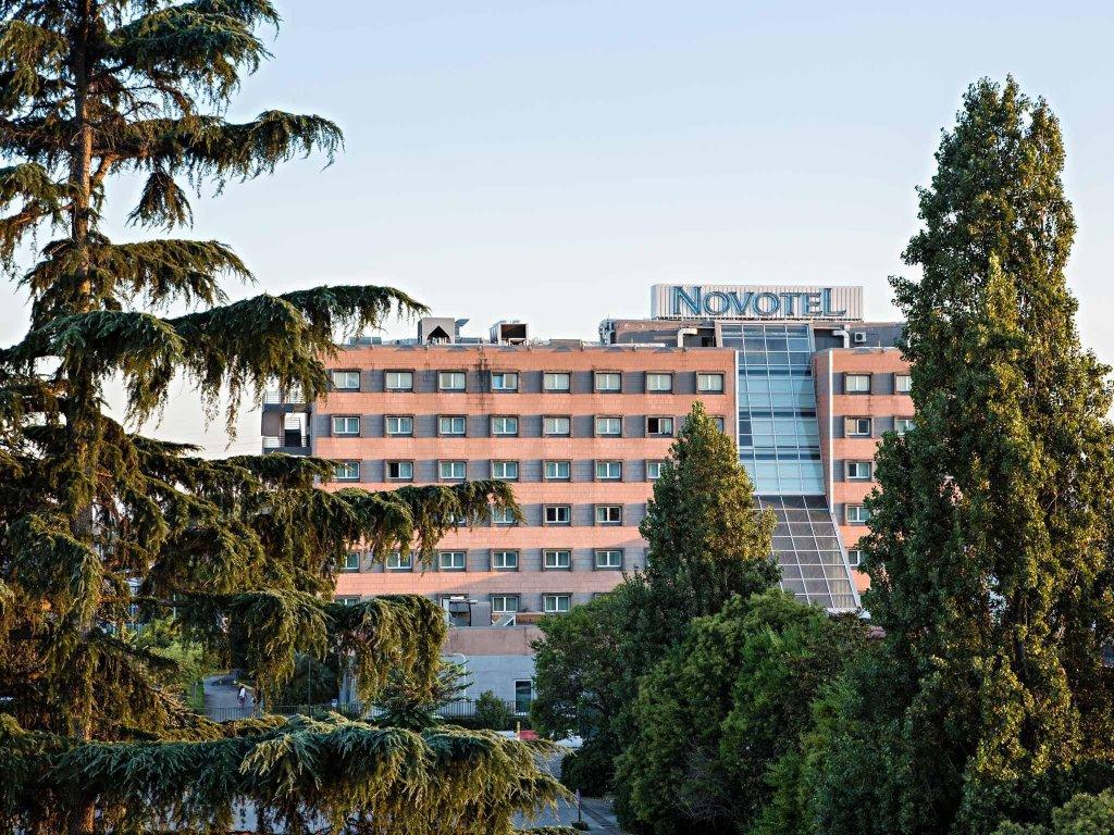 卡塞塔諾富特飯店