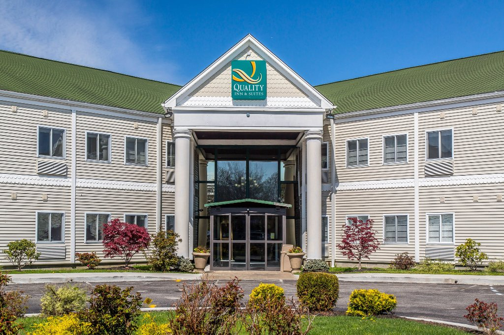 Quality Inn & Suites Middletown - Newport