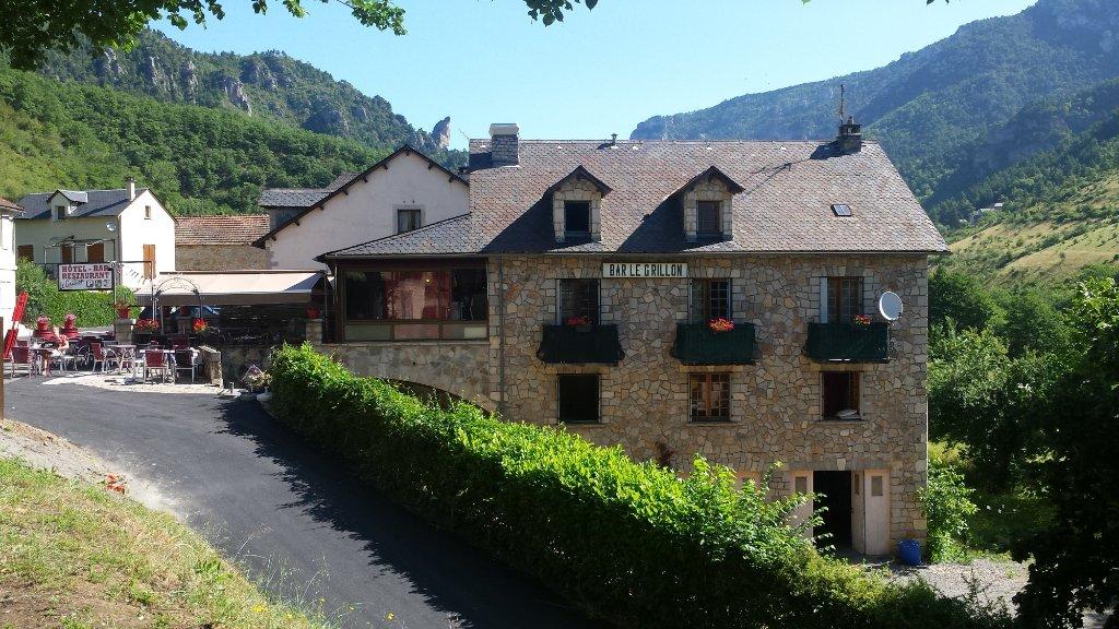 Hotel Restaurant Le Grillon (Bar extérieur guinguette l'été)