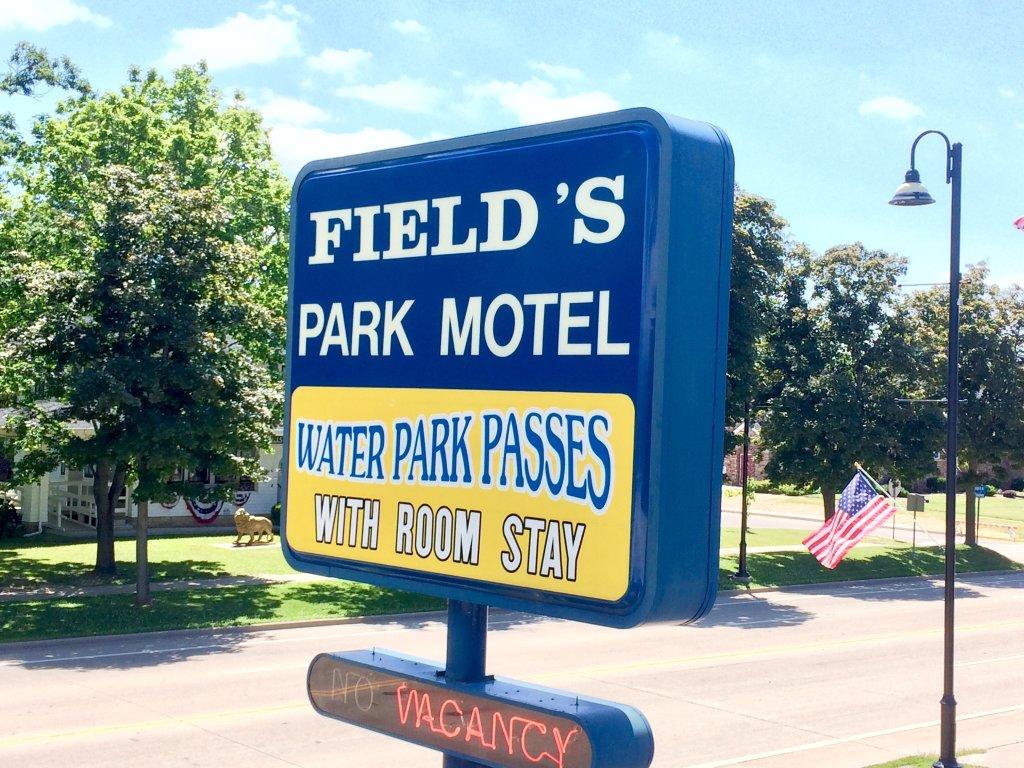Field's Park Motel