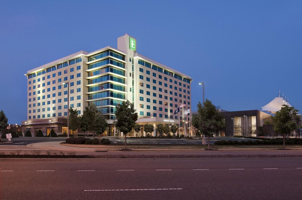 Embassy Suites by Hilton Hampton Hotel Convention Center & Spa