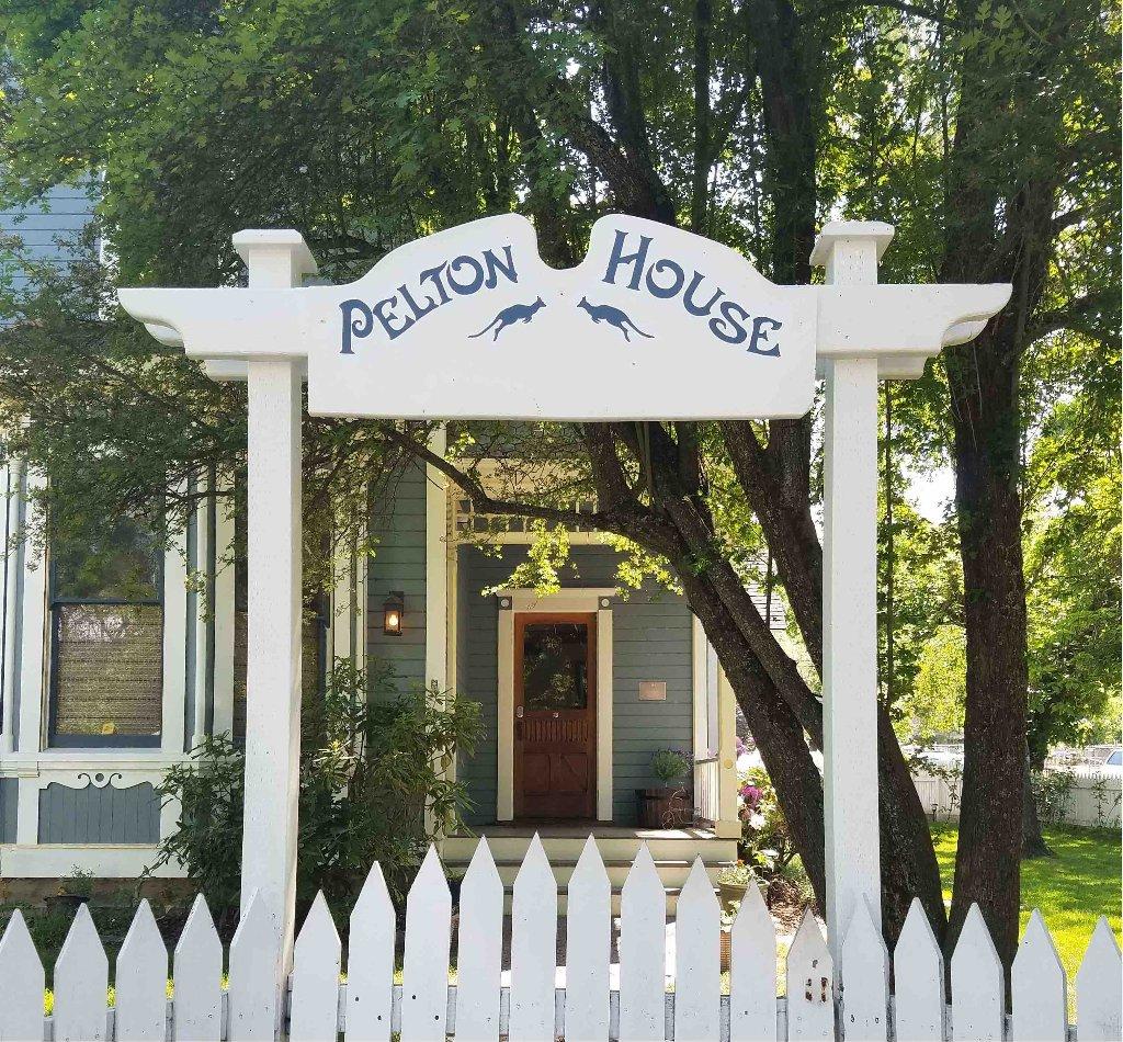 Pelton Guest House
