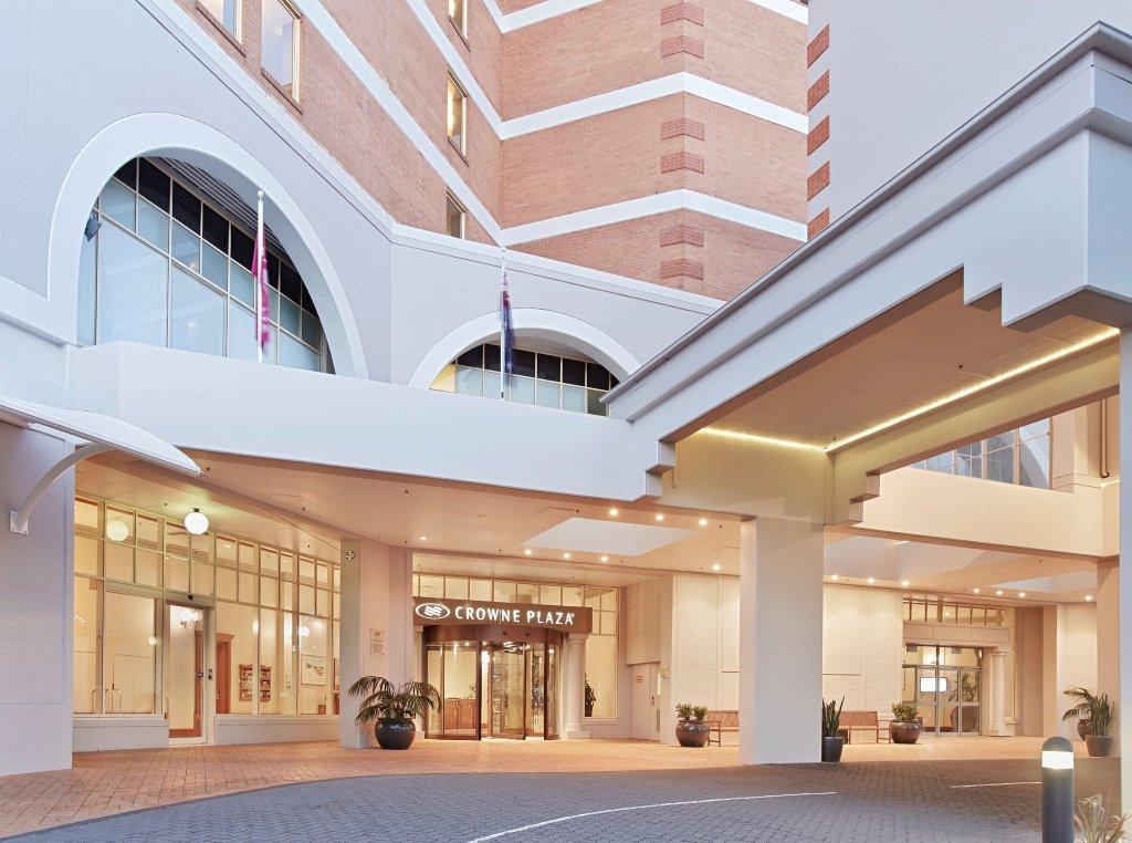 크라운 플라자 호텔 테리갈