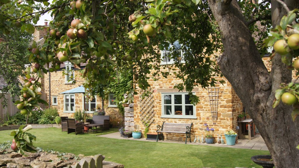 Apple Cottage Bed and Breakfast