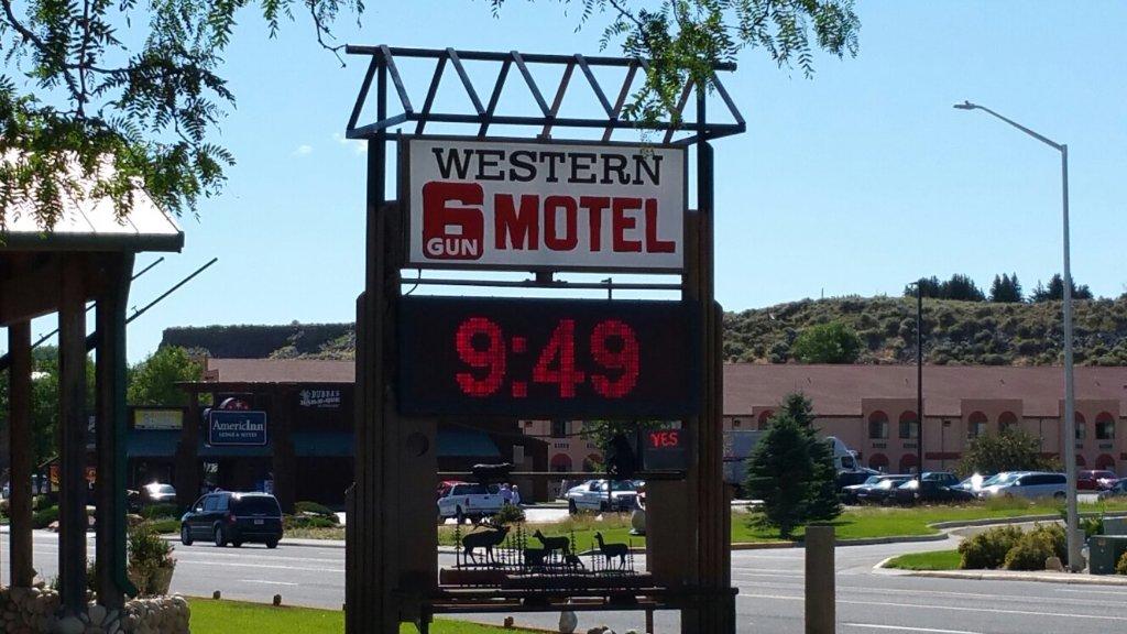 Western 6 Gun Motel
