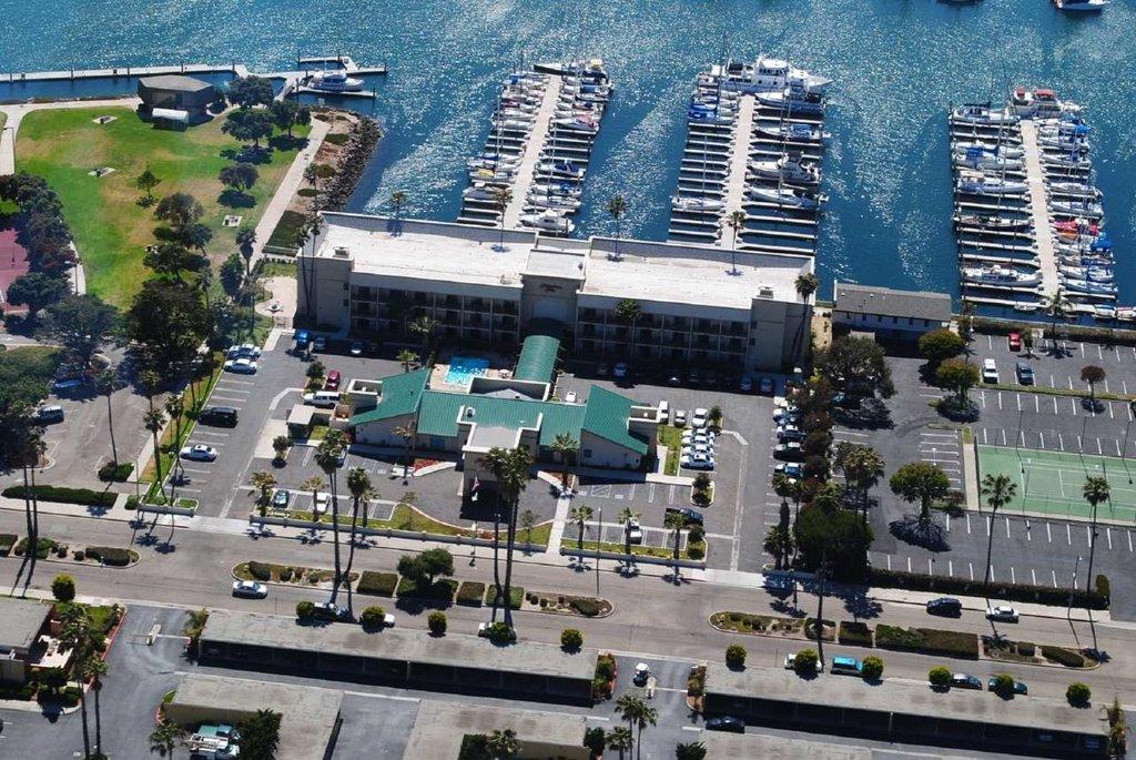 海峽群島港/奧克斯納德恒庭飯店