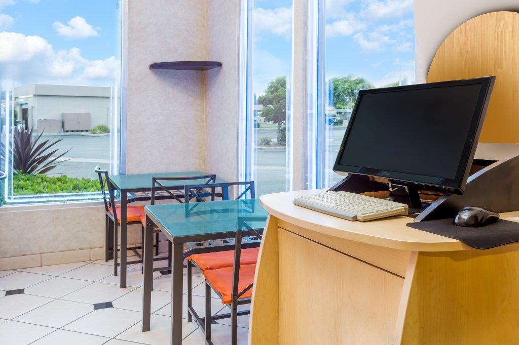 Howard Johnson Inn and Suites-Orange