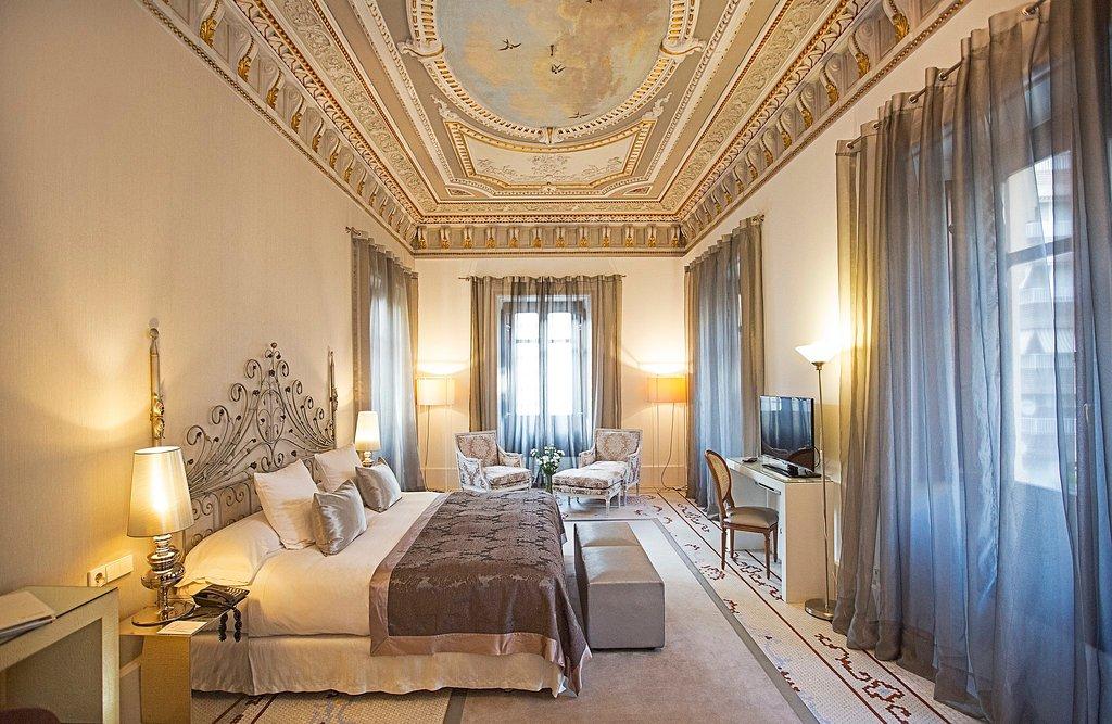 帕托斯宮旅舍