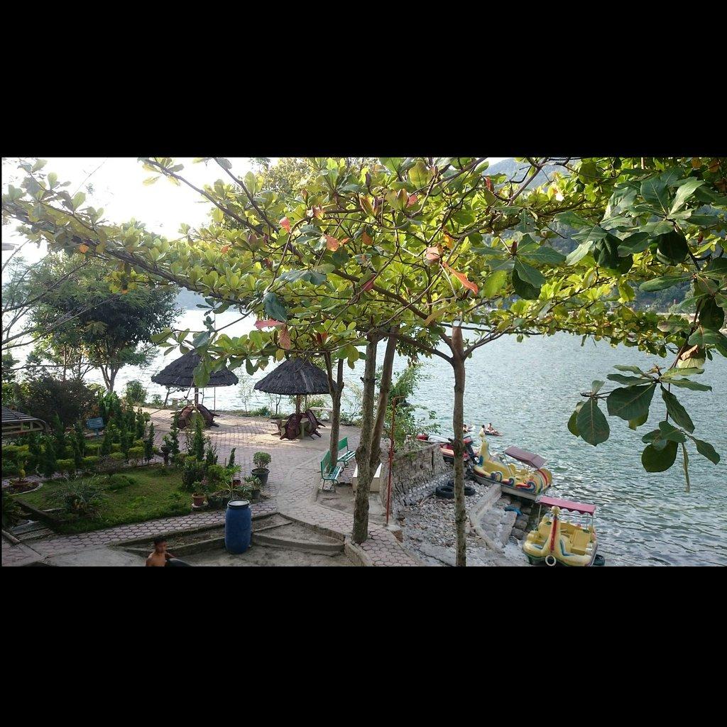 Pandu Lakeside Hotel