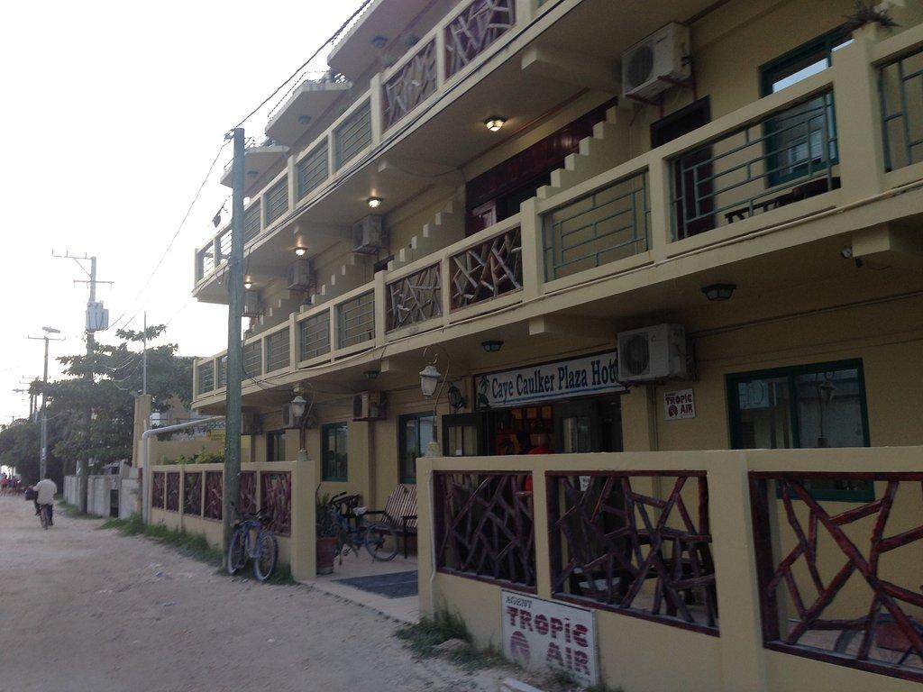 Caye Caulker Plaza Hotel