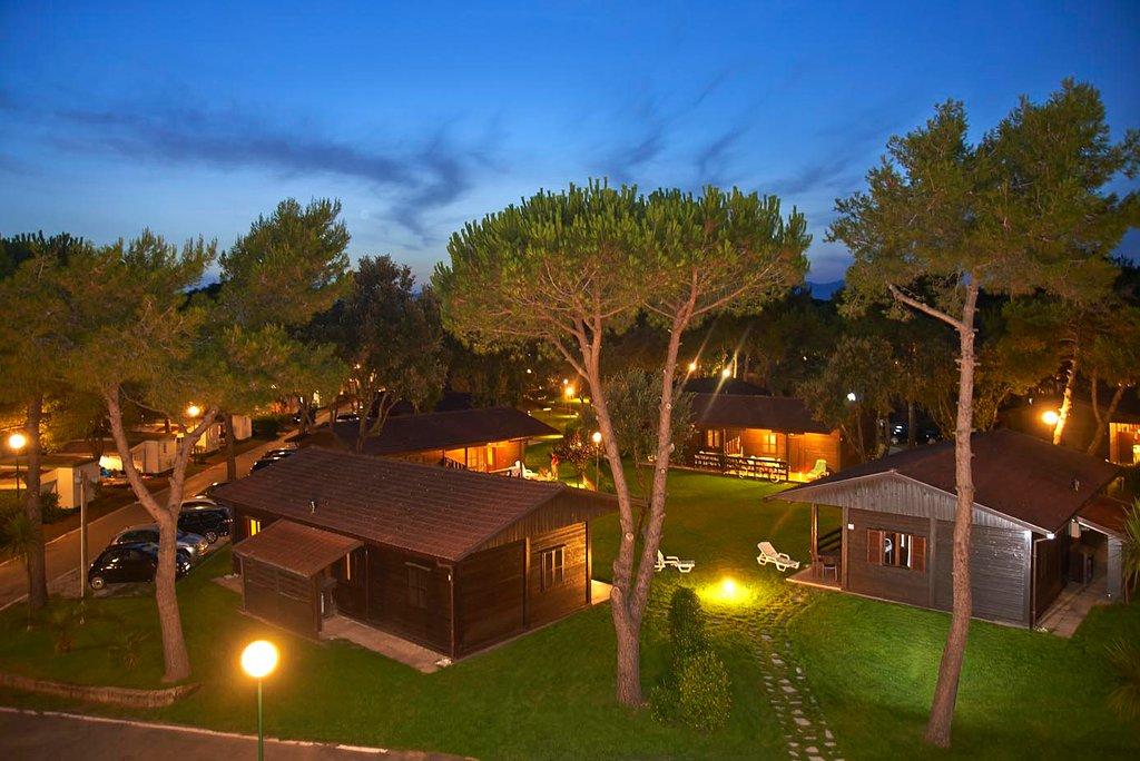 Baia Domizia Villaggio Camping