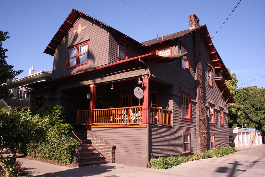 Amber House Bed and Breakfast Inn