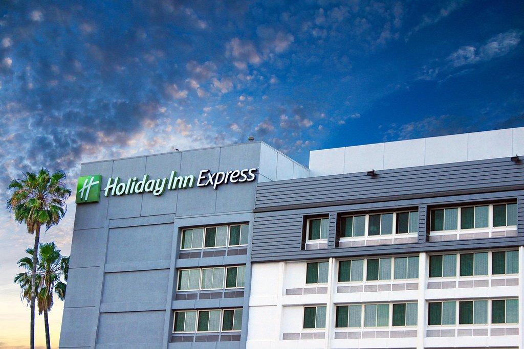 โรงแรมฮอลิเดย์อินน์เอ็กซ์เพลส แวนนายส์