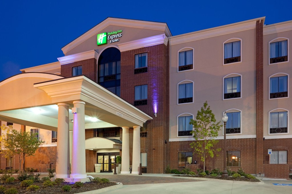 Holiday Inn Express Hotel & Suites Ennis