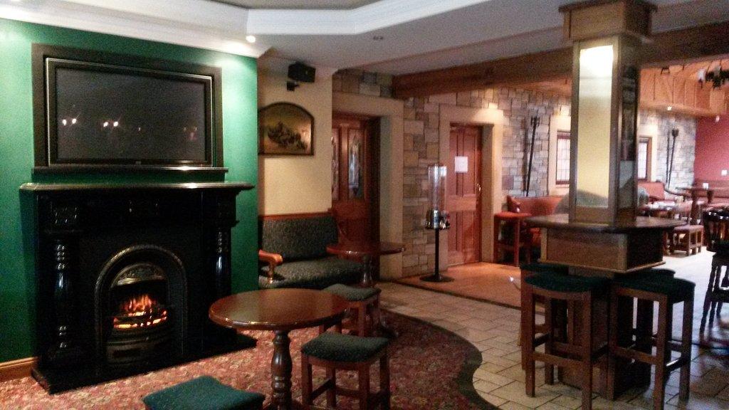 Shantully Inn - Bar, Restaurant, Bed & Breakfast