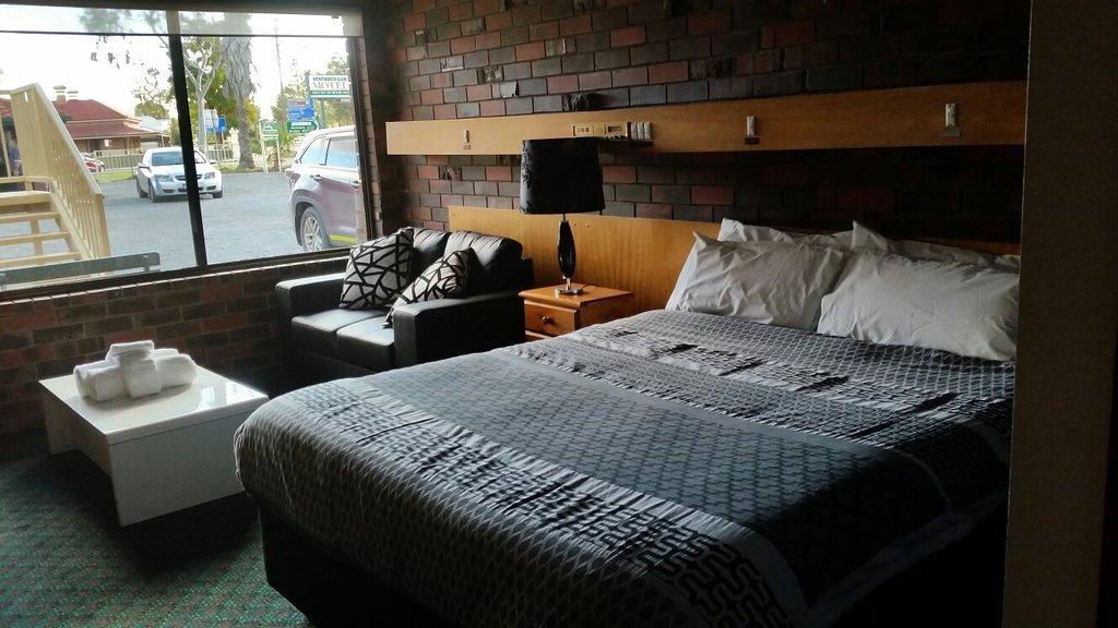 Wentworth Club Motel