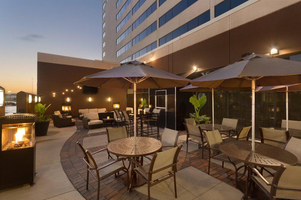 Hilton Chicago Oak Brook Suites