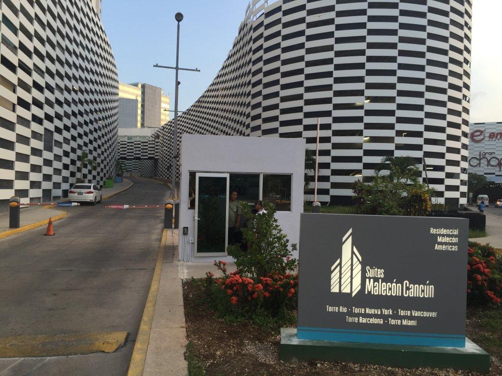 Suites Malecon Cancun