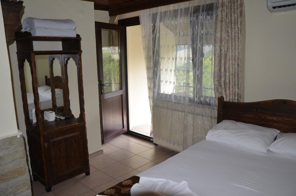 Santa Roza Restaurant & Butik Hotel