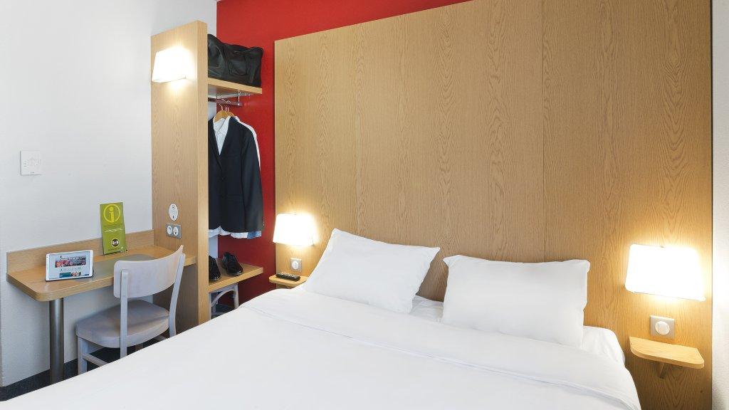 B&B Hôtel Niort Marais Poitevin
